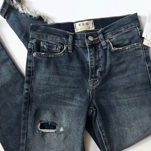 we the free / people distressed skinny jeans nwt